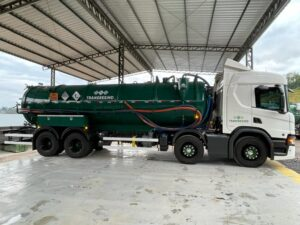 Caminhão para coleta de efluentes líquidos perigosos gerados pelas Indústrias Galvânicas
